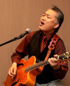 今回は、誰でも一度は耳にしたことのあるCMソング「仏壇の○○○~」を作詞作曲された、今村誠さんにご参加いただいての、普段と一味違う作品展になります。        今村さんの弾き語りは13時頃からです。